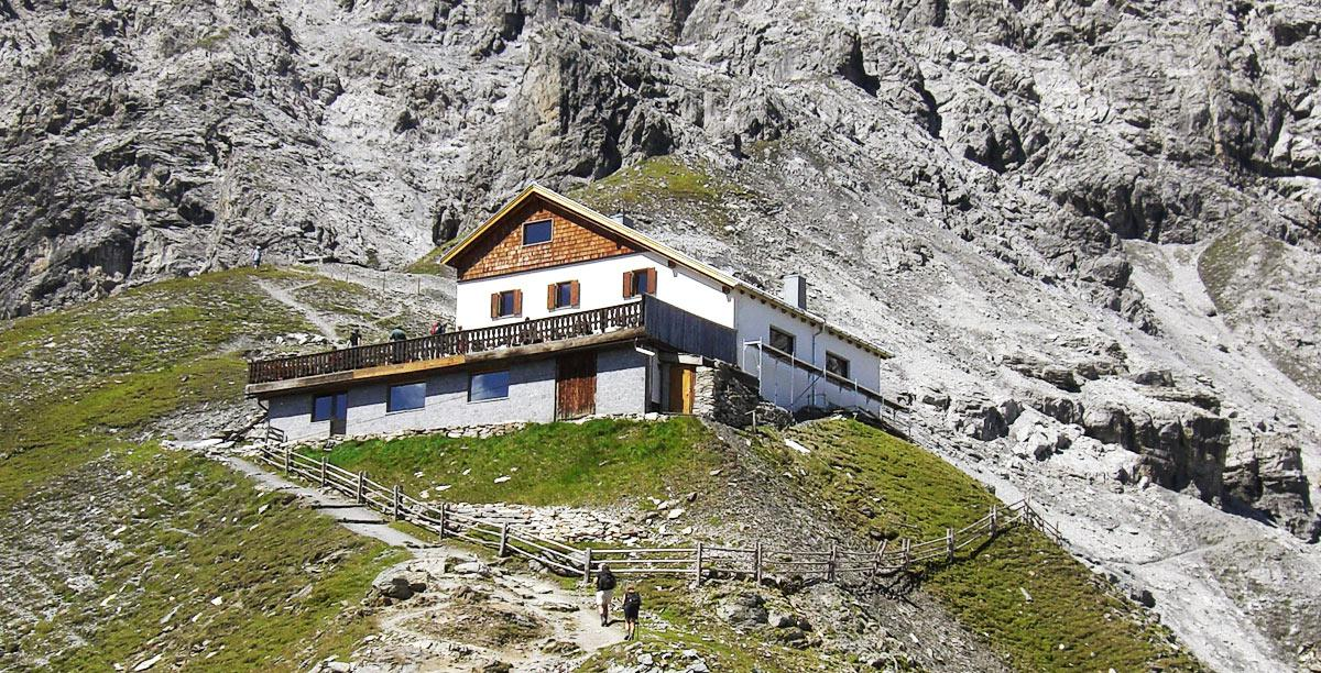Tabaretta hut below the Ortler